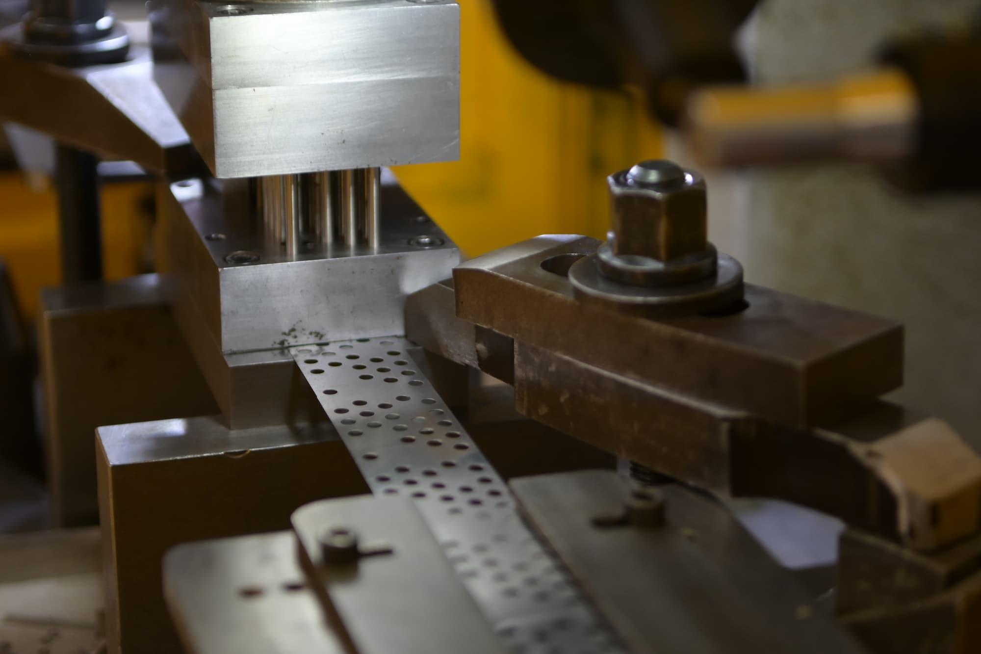 Coaéro - Découpe fine de pièces mécaniques sur presse